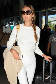 Candice Swanepoel's cool over-sized cateye sunglasses were a fun and flirty option for the supermodel.