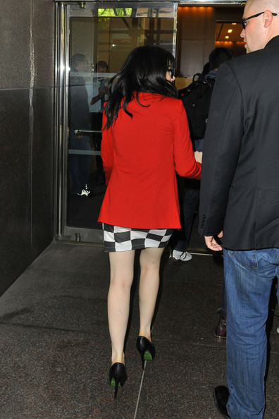 More Pics of Carly Rae Jepsen Blazer (1 of 21) - Carly Rae Jepsen Lookbook - StyleBistro