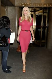 Aviva Drescher made a simple knit dress oh-so-chic by wearing a thin leather belt.