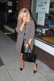Katherine mugs for the paparazzi carring a chic black Chanel tote.