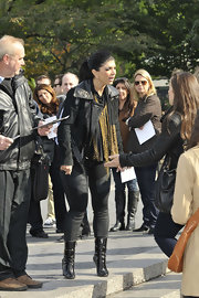 Teresa finished off her all black street wear with a matching leather jacket with a metallic collar.