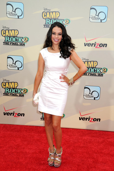 Chloe Bridges Clothes