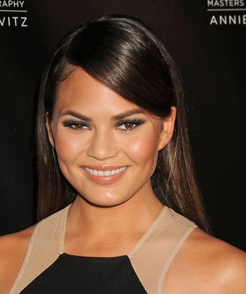Chrissy Teigen Long Side Part