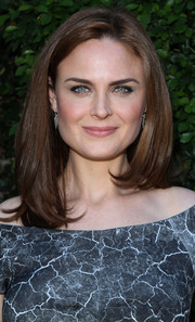 Emily Deschanel looked totally classic with her mid-length bob and off-the-shoulder dress at the Rape Foundation benefit.