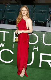 Amy Adams styled her slinky radiant red gown with a pair of barely-there nude platform pumps.