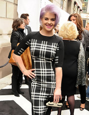 Kelly Osbourne added a playful touch to her look with this eyelash handbag.