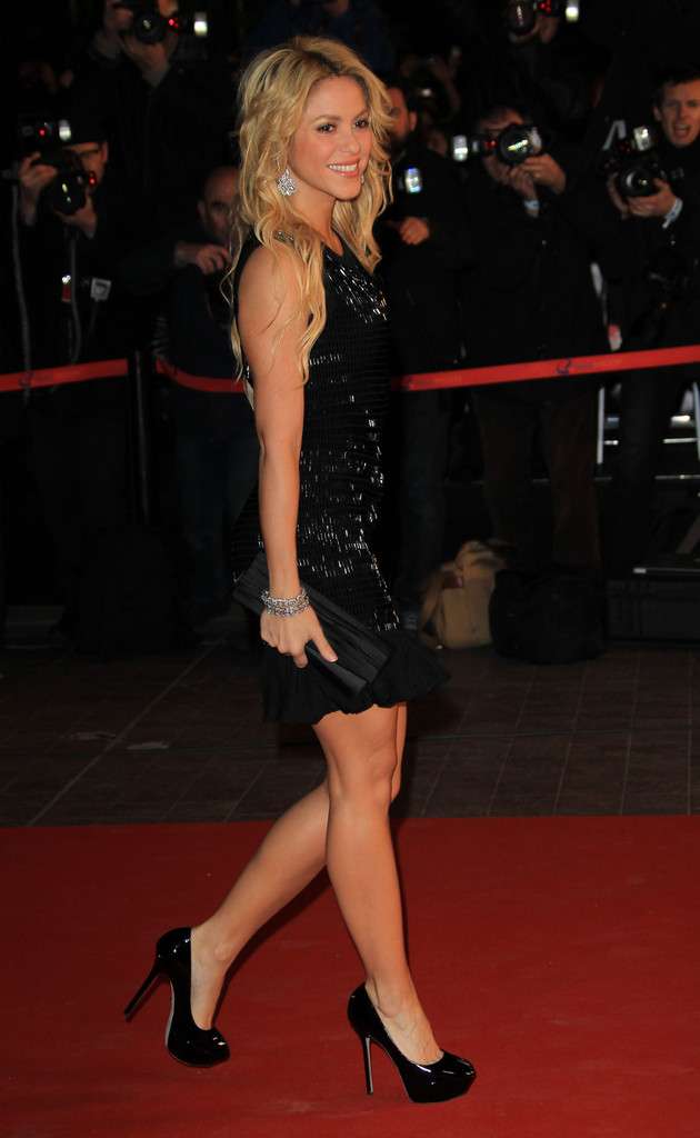 Blast from the past - Shakira shines in high heels at the ...