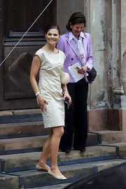 For her wedding rehearsal, Princess Victoria sported an easy breezy look with a simple beige sheath dress.