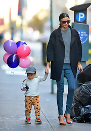 Miranda Kerr defined minimalism in this gorgeous oversize navy coat while out with her son in NYC.