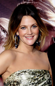 Drew Barrymore paired her strapless dress with stand out hoop earrings at the 'Going The Distance' premiere.