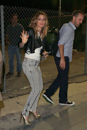 Drew paired her light-colored skinny jeans with the glamorous metallic Maniac pumps.