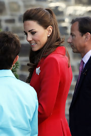 Kate Middleton showed off her Canadian pride with a chic diamond maple leaf brooch.