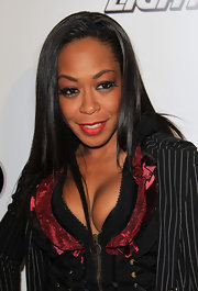 Tichina Arnold complemented her flamboyant attire with a simple straight 'do at the Zo and Magic's 8-Ball Challenge charity event.
