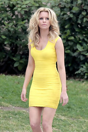 Elizabeth Banks took the 'Walk of Shame' on set in this yellow body-con dress.