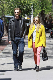 Elizabeth Olsen's salmon skinny jeans were a colorful choice for the young star's daytime look.