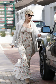 Elsa Pataky covered up with this cream shawl-collar cardigan while out running errands in LA.