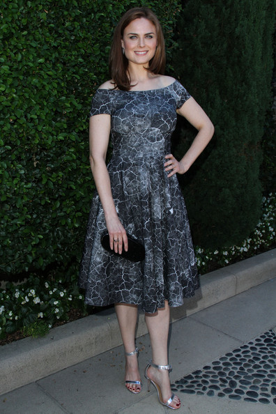 Emily Deschanel Clothes