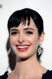 Krysten Ritter wore lots of black liquid liner and lengthening mascara at The Ripple Effect Benefit.
