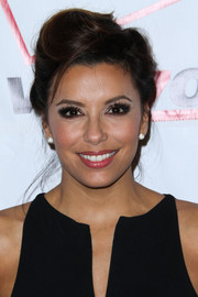 Eva Longoria was all glammed up with an elegant pompadour at the Padres Contra El Cancer event.