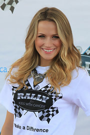 Shantel VanSanten styled her long blond curls in a center part hairstyle.