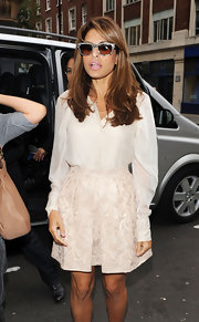 Eva Mendes paired her nude look with grey shades.
