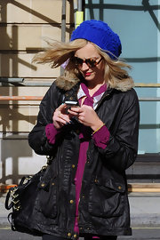 Fearne Cotton bundled up in London with an electric blue cable knit beanie.