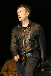 Damon rocked out on stage in a leather jacket and black jeans.