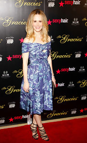 Sarah Paulson looked lovely in a blue floral off the shoulder cocktail dress at the Gracie Awards.