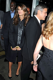 Elisabetta Canalis donned classic black peep toes with a matching evening coat. Natural makeup and shinny waves complete the look.