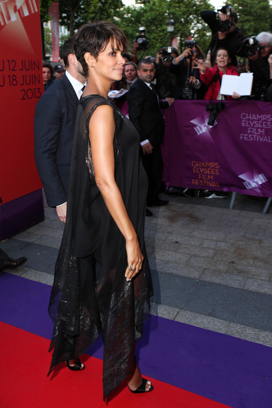 More Pics of Halle Berry Maternity Dress (1 of 17) - Halle Berry Lookbook - StyleBistro