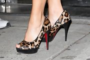 Gina Gershon appeared on the 'Wendy Williams Show' wearing super-chic leopard-print platform peep-toes by Christian Louboutin.