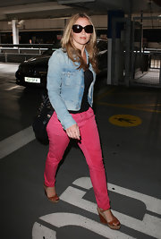 Kimberley Walsh returned to London in a pair of bright pink pants paired with summery tan leather wedges with espadrille trim.