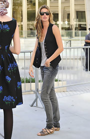 Gisele topped off her look with gladiator-inspired sandals.