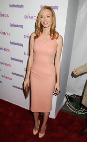 Heather Graham teamed her blush pencil dress with matching patent pumps.