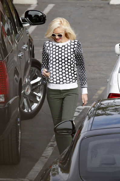More Pics of Gwen Stefani Crewneck Sweater (1 of 18) - Gwen Stefani Lookbook - StyleBistro