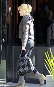 Gwen Stefani topped off her casual-chic ensemble with a gray suede houndstooth tote by L.A.M.B.