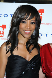 TV personality Shaun Robinson showed off her brunette layers while hitting the DKMS' annual gala.