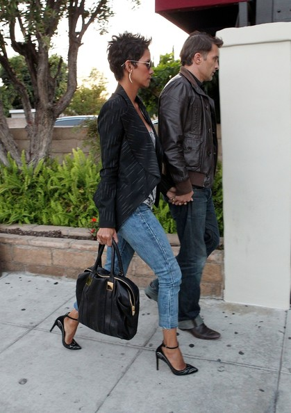 More Pics of Halle Berry Capri Jeans (1 of 14) - Jeans Lookbook - StyleBistro