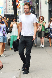 R-Patz looks so good, he even makes a plain white tee hot.