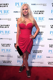 Heidi made her first appearance to show off her new look in a pink mini dress with a sweetheart neckline, a tulip skirt and a ruched waistline.
