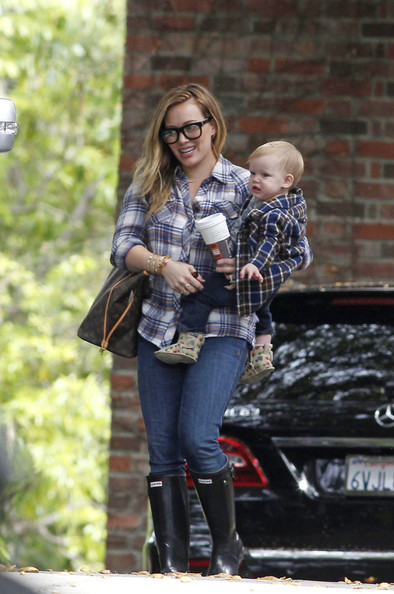 More Pics of Hilary Duff Button Down Shirt (4 of 17) - Hilary Duff Lookbook - StyleBistro