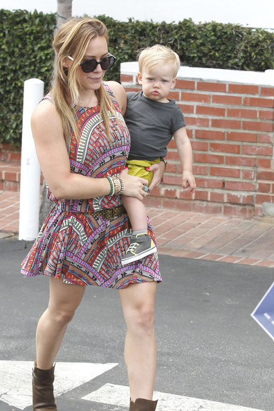 More Pics of Hilary Duff Print Dress (1 of 27) - Hilary Duff Lookbook - StyleBistro