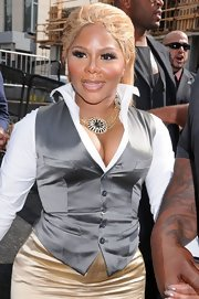 Lil Kim wore a stylish multi-chain statement necklace at fashion week.