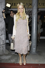Paris Hilton kept her ladylike attire low-key with a pair of nude patent ballet flats.