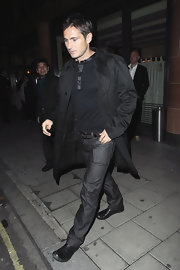 Frank wears a long black trench with his dark ensemble.  This athlete sure knows how to dress for a night on he town.
