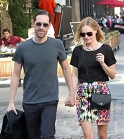 Kate Bosworth topped off her outfit with a stylish black Proenza Schouler PS1 chain-strap bag.