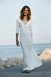 Vittoria chose a simple low cut white dress for a seaside photo-call during The 68th Venice Film Festival.