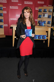 Jane Seymour looked perfect from head to toe in a red bandage dress paired with on-trend leopard print pumps.