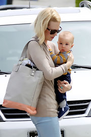 January Jones carried this versatile color-block tote for her and Xander's doctors visit.