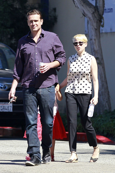 More Pics of Michelle Williams Flat Sandals (4 of 14) - Michelle Williams Lookbook - StyleBistro